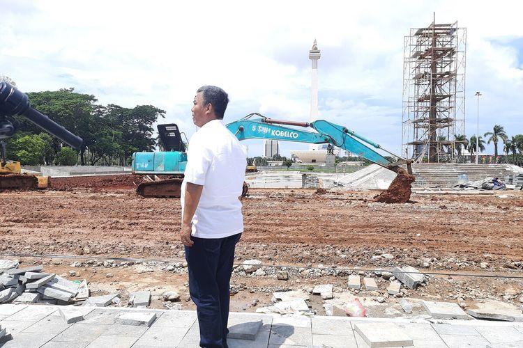 Ketua DPRD DKI Jakarta Prasetio Edi Marsudi saat melakukan inspeksi ke lokasi revitalisasi Monas, Jakarta Pusat, Senin (27/1/2020)