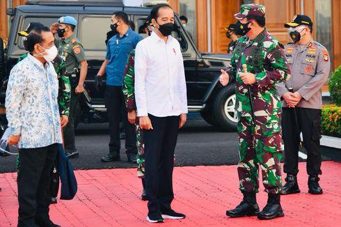 Panglima TNI Dampingi Presiden Tinjau Vaksinasi di Kendari