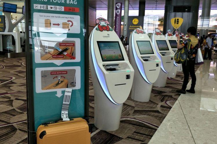 Self check in kiosk di Terminal 4 Bandara Changi, Singapura, dihiasi dengan karakter Sanrio family.