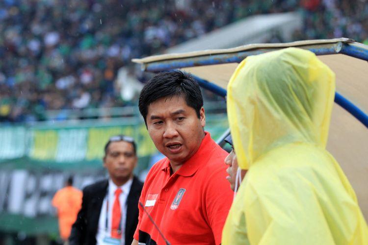 Ketua Steering Committee Piala Presiden 2018, Maruarar Sirat, hadir pada babak 8 besar di Stadion Manahan Solo, Jawa Tengah (03/02/2018) Sabtu sore.
