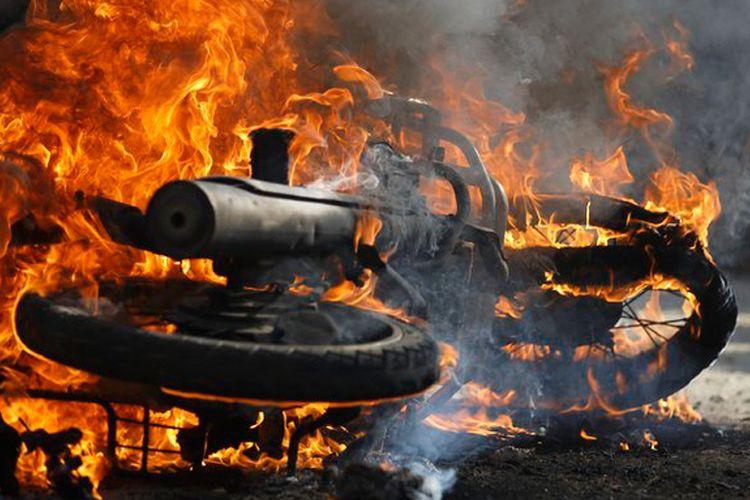 Ilustrasi kebakaran sepeda motor