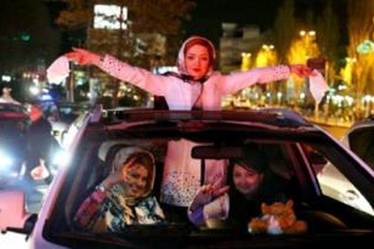 Walau sudah larut malam di Iran, banyak warga yang merayakan kesepakatan nuklir yang dicapai.
