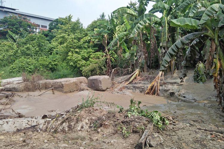 Sumur minyak tua di lahan milik Nanang Zamroni sudah terlihat reda, usai sempat kembali menyemburkan material campuran lumpur, minyak, dan air, Kamis (26/12/2019) malam.
