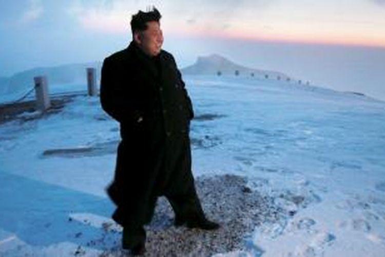 Kim Jong-Un mendaki Gunung Paektu, Minggu (19/4/2015)