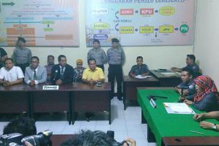 Suasana sidang sengketa Pilkada Kota Mataram di Kantor Bawaslu NTB.