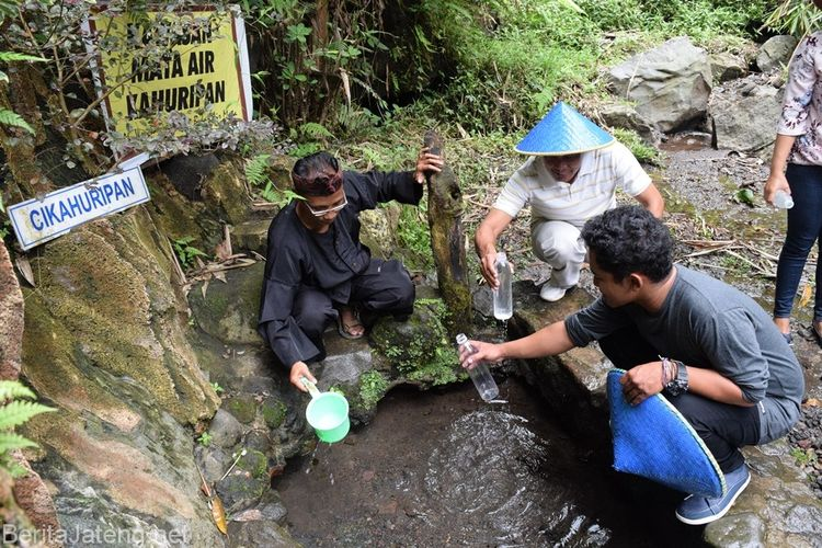 Mata air Kahuripan, salah satu daya tarik wisata di Desa Wisata Cibuntu, Kabupaten Kuningan, Jawa Barat.