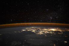 Mengagumkan, Foto Bumi di Malam Hari Ini Diambil Astronot dari ISS