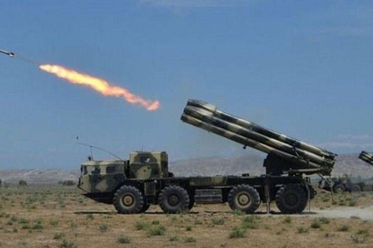 Artileri militer Azerbaijan.