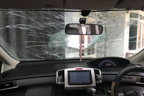 Kronologi Pelemparan Batu dari JPO Tol Jakarta-Merak yang Lukai Pengemudi Mobil
