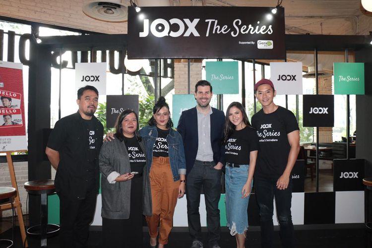 Sutradara drama radio Bridezilla Anggia Kharisma bersama Jessica Milla, Rafael dan tim Joox serta Gen FM.