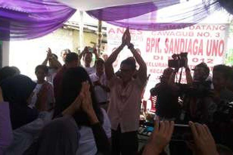 Calon wakil gubernur DKI Jakarta nomor tiga, Sandiaga Uno saat berkampanye di RT 07/RW 12 Kelurahan Menteng Atas, Setiabudi, Jakarta Selatan, Selasa (3/1/2017) pagi.