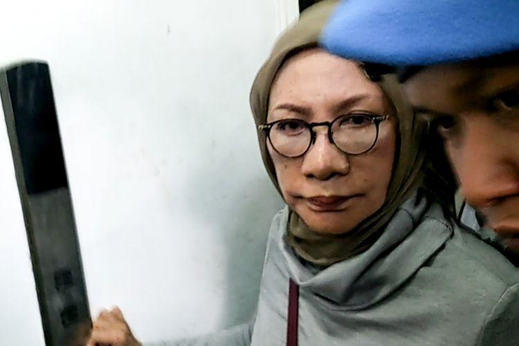 Aktivis Ratna Sarumpaet saat dibawa ke Polda Metro Jaya, Kamis (4/10/2018).