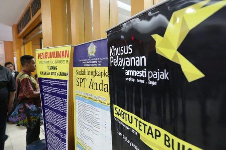 Sejumlah warga mengikuti program Tax Amnesty di Kantor Pajak Kota Tangerang, Jumat (30/9/2016). Hari ini hari terakhir pelaporan pengampunan pajak atau Tax Amnesty tahap pertama, Program ini diadakan untuk meringankan pembayaran pajak.