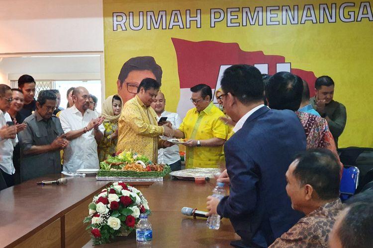 Ketua Umum Partai Golkar Airlangga Hartarto meresmikan rumah dan tim pemenangannya untuk Musyawarah Nasional Partai Golkar 2019.