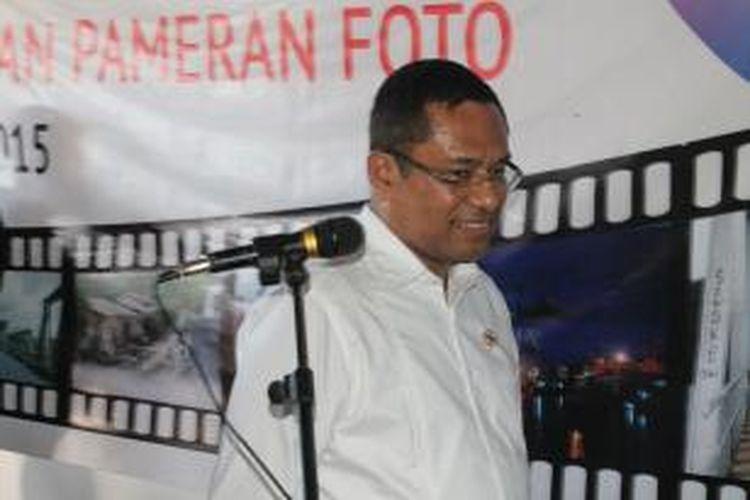 Menteri Perindustrian, Saleh Husin saat mengikuti acara penyerahan hadiah lomba foto infrastruktur NTT di Restoran Nekamese, Kota Kupang, NTT, Sabtu (6/6/2015)