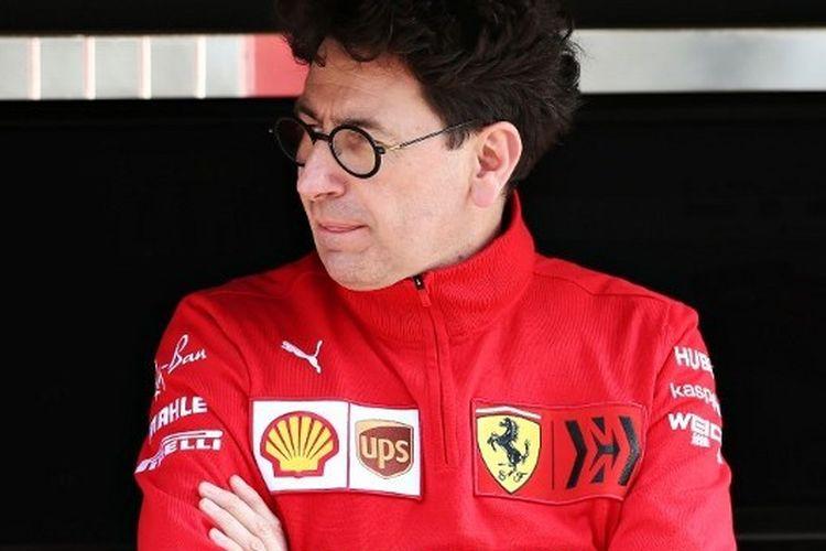 Kepala Tim Ferrari Mattia Binotto berada di pit pada tes musim dingin yang digelar di Catalunya, 28 Februari 2020.