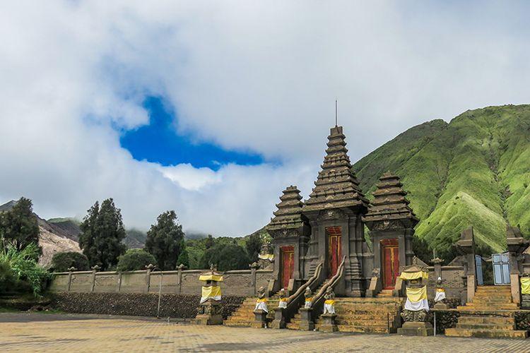 Pura Luhur Poten di Kawasan Gunung Bromo.