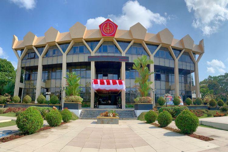 Kantor Wali Kota Magelang dipasangi logo TNI, pada 25 Agustus 2021.