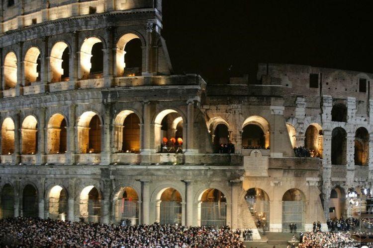Dibangun 2.000 tahun yang lalu, Colosseum adalah area pertunjukan (amfiteater) terbesar yang dibangun di Kekaisaran Romawi.