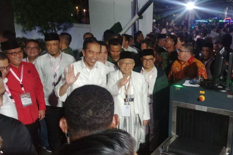 Pasangan Joko Widodo-Maruf Amin saat tiba di Kantor KPU, Jakarta, Jumat (21/9/2018), untuk mengikuti acara pengambilan nomor urut peserta Pilpres 2019.