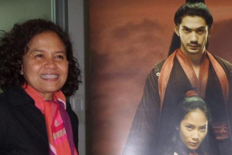 Mira Lesmana hadir dalam diskusi film Pendekar Tongkat Emas di Gedung Jakarta Post, Jalan Palmerah Barat, Jakarta Barat, Jumat (10/10/2014). Mira merupakan produser untuk film yang diproduksi oleh Miles Films dan KG (Kompas Gramedia) Studio tersebut, sementara Ifa Isfansyah menjadi sutradaranya.