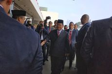 Semobil, Prabowo-Sandiaga Tiba di Acara Pelantikan Jokowi-Ma'ruf