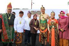Ikut Nitilaku UGM, Ganjar Pranowo Kenakan Kostum Wayang