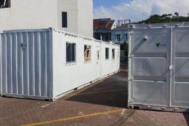 Empat unit kontainer didirikan Rumah Sakit (RS) Kartika Pulomas, Jakarta Timur, untuk penanganan pasien Covid-19, Minggu (3/5/2020).