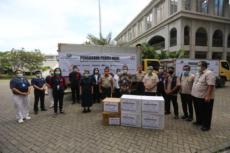 Pengusaha Peduli NKRI dibawah naungan KADIN secara simoblis memberikan bantuan melalui Yayasan Buddha Tzu Chi dengan total sumbangan mencapai lebih dari 650 miliar rupiah.