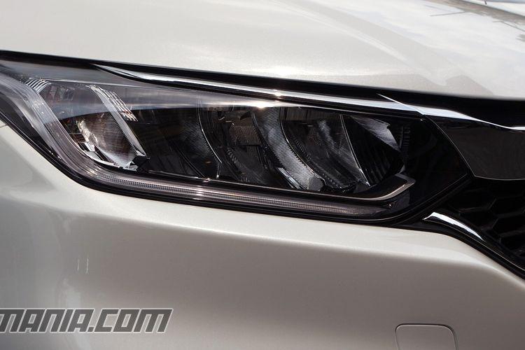 Honda City 2017 menggunalan LED pada lampu depan dan DRL.
