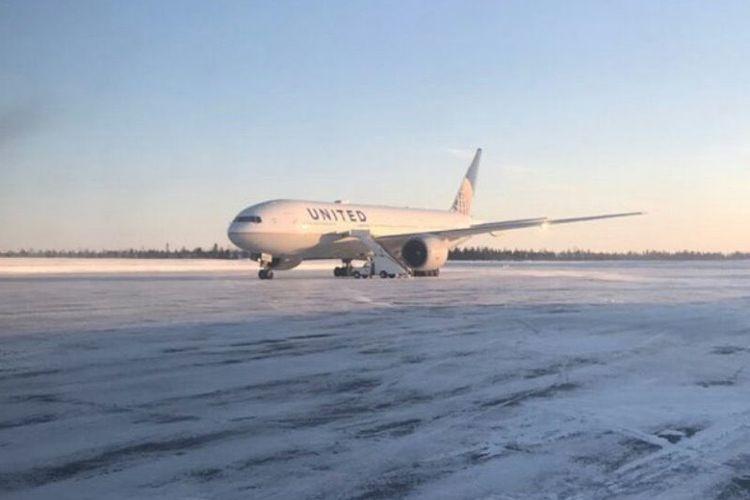 Pesawat milik maskapai United Airlines mengalami kerusakan di Bandara Goose Bay, Kanada, Sabtu (19/1/2019). (Twitter/Sonjay Dutterson)