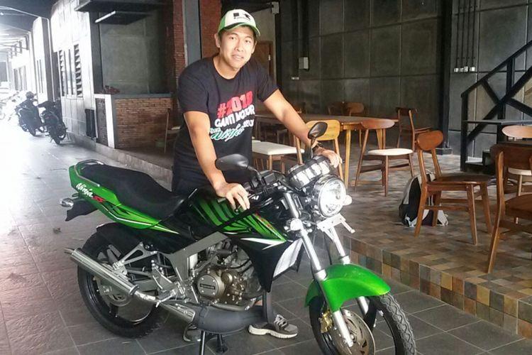 Inilah Kawasaki Ninja dua-tak Series milik Heru Erlangga, warga Kota Madiun yang dijual Rp 81 juta dan tiap bulan naik dua juta.
