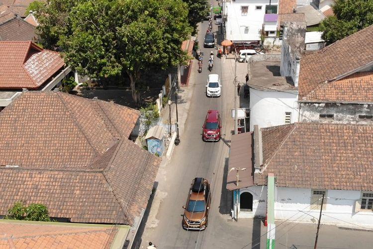 Honda BR-V yang kami tumpangi menyambangi Desa Trusmi, Cirebon, tempatnya para pengrajin batik.