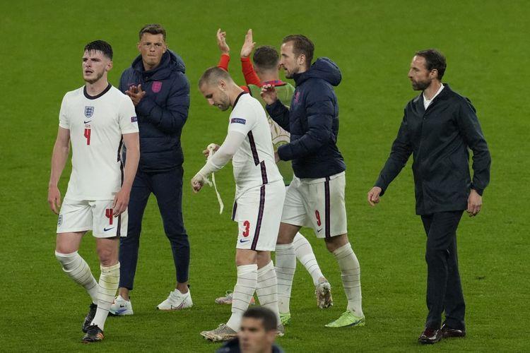 Para pemain timnas Inggris, Declan Rice, Luke Shaw, dan Harry Kane, serta pelatih Gareth Southgate bereaksi setelah laga Grup D Euro 2020 kontra Skotlandia di Stadion Wembley pada Sabtu (19/6/2021) dini hari WIB.