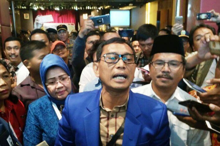 JR Saragih bersikeras dirinya sudah melengkapi semua persyaratan untuk maju dalam Pilgub Sumut 2018-2023 mendatang