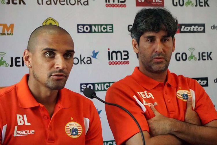 Pelatih Persija Stefano Cugurra (kanan), bersama dengan Bruno Lopes.