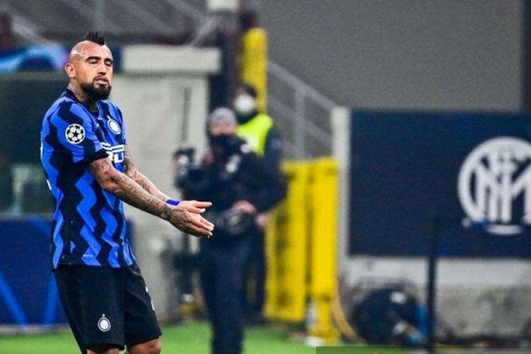 Reaksi Arturo Vidal usai dikartu merah pada laga Liga Champions antara Inter Milan dan Real Madrid di Stadion Giuseppe Meazza, Kamis (26/11/2020) dini hari WIB.
