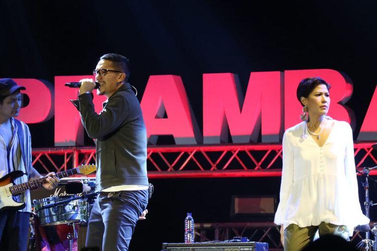 Maliq & DEssentials beraksi di panggung Prambanan Jazz hari kedua yang di gelar di Kompleks Candi Prambanan, Yogyakarta pada Sabtu (6/7/2019).