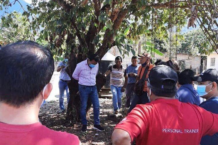 Wali Kota Frontera Comapala, Oscar Ramirez Aguilar, di Meksiko diikat oleh warga yang marah karena tidak menepati janji kampanyenya.