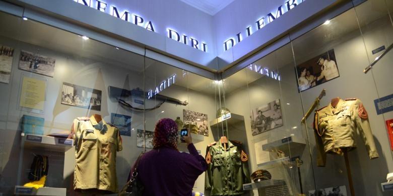 Salah satu ruangan Museum Pavilun 5 yang berisi beragam peralatan perang SBY.