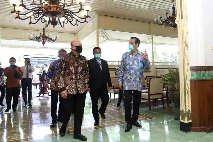 Menkop UMKM Teten Masduki saat bertemu dengan Gubernur DIY Sri Sultan HB X