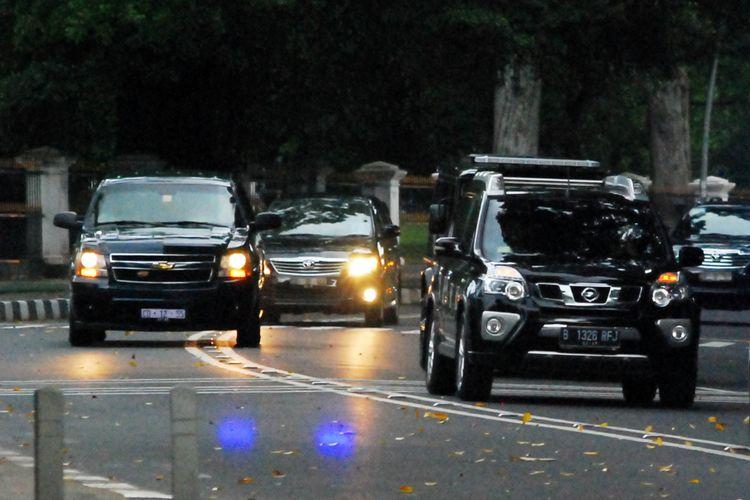 Iring-iringan mobil yang membawa mantan Presiden Amerika Serikat Barack Obama ke Istana Bogor, Jumat (30/6/2017).