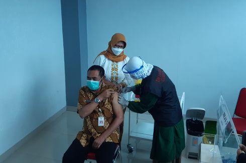 Vaksinasi Covid-19 Nakes Lansia di Solo, Walkot Rudy Pertama Disuntik