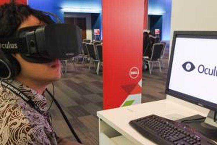 Menjajal headset VR Oculus Rift