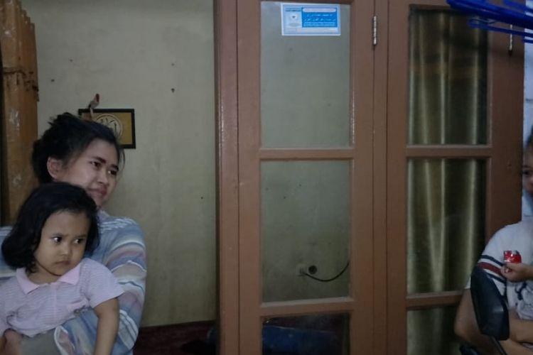 Balita bernama Anisa Suci Ardiwibowo (3) yang sebelumnya diculik seorang nenek berinisial AG (55) kini sudah tiba di Rumahnya, Jalan Haji Sapat, Perumahan Bintara 3, Kota Bekasi, Senin (15/4/2019).