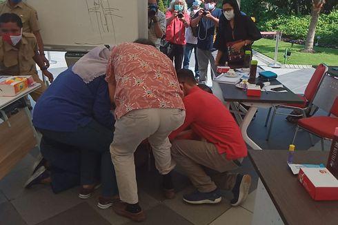 Ini Alasan Risma Bersujud dan Menangis di Kaki Dokter RSUD dr Soetomo