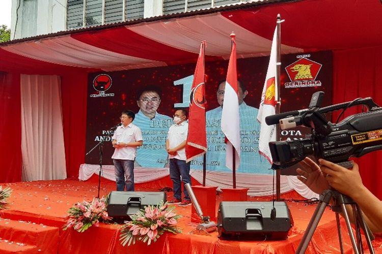 Andrei Angouw didampingi Richard Sualang saat menyampaikan pidato politiknya pada acaradeklarasi AARS di Jalan Sarapung, Wenang, Manado, Sulawesi Utara, Kamis (1/10/2020)
