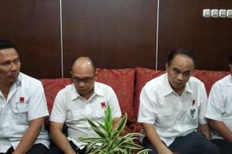 Kelompok Relawan Pro-Jokowi (Projo), seusai bertemu Dewan Pertimbangan Presiden (Wantimpres) di Kantor Wantimpres, Jakarta Pusat, Selasa (11/8/2015).