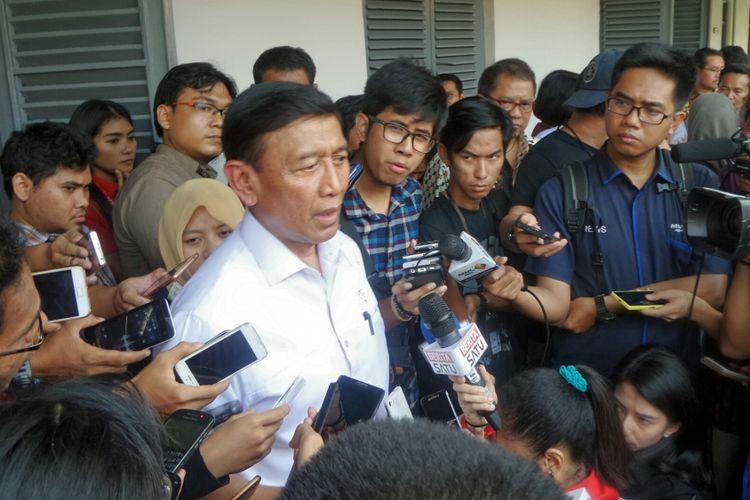 Menko Polhukam Wiranto usai menghadiri acara diskusi bertajuk Memperteguh Keindonesiaan di Museum Kebangkitan Nasional, Jakarta Pusat, Rabu (17/5/2017).