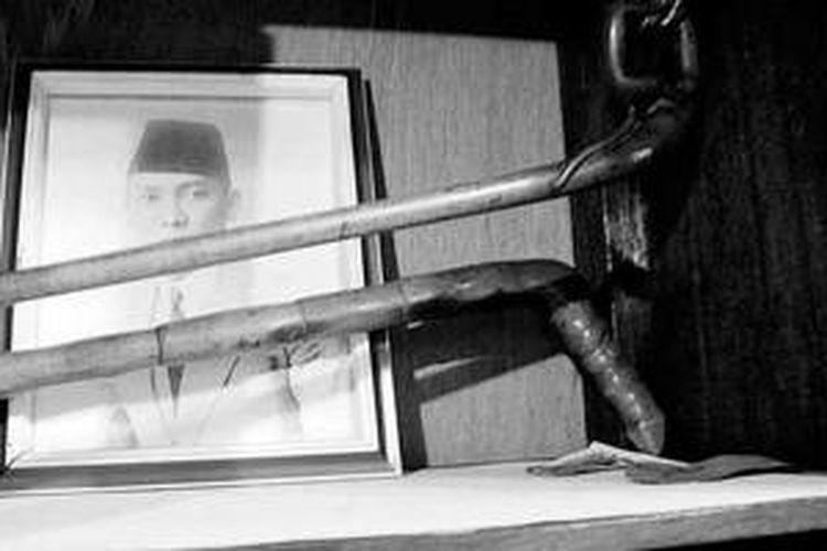 Dua tongkat Bung Karno semasa pengasingan di Ende, 1934-1938.